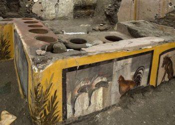 Εικόνα από το Αρχαιολογικό Πάρκο της Πομπηίας, στην Ιταλία, που δόθηκε σήμερα στη δημοσιότητα και δείχνει το προσφάτως ανακαλυφθέν «Θερμοπωλείο» που θα είναι επισκέψιμο από το κοινό, το Πάσχα του 2021 (φωτ.: EPA/PARCO ARCHEOLOGICO DI POMPEI / HANDOUT)
