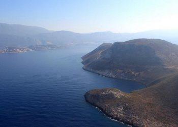 Άποψη του Καστελόριζου (δεξιά) και των τουρκικών ακτών (φωτ.: ΑΠΕ-ΜΠΕ / Παντελής Σαΐτας)