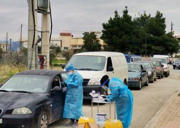 Κλιμάκιο της ΚΟΜΥ  διενέργησε rapid  τεστ για  covid 19 στο Άργος στην Αργολίδα, Παρασκευή 15 Ιανουαρίου 2021. Η λήψη του δείγματος έγινε μέσα από το αυτοκίνητο.  ΑΠΕ-ΜΠΕ /ΑΠΕ-ΜΠΕ/ΜΠΟΥΓΙΩΤΗΣ ΕΥΑΓΓΕΛΟΣ