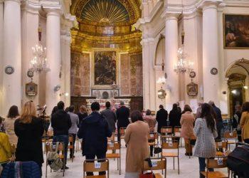 Έλληνες παρακολουθούν τη Θεία Λειτουργία για τα Θεοφάνια στον Άγιο Νικόλαο Μάλτας (φωτ.: Facebook / Ελληνορθόδοξος Ενορία Αγίου Γεωργίου Μάλτας)