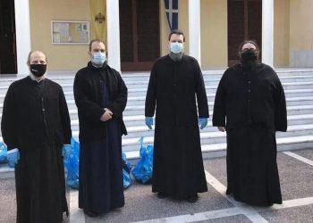 Ο μητροπολίτης Γαβριήλ (δεύτερος από δεξιά) μαζί με κληρικούς της Μητρόπολης (φωτ.: Ιερά Μητρόπολη Νέας Ιωνίας, Φιλαδελφείας, Ηρακλείου και Χαλκηδόνος)