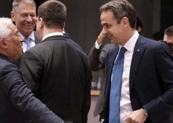 Ο πρωθυπουργός με τον Πορτογάλο ομόλογό του Αντόνιο Κόστα, τον Φεβρουάριο του 2020, στις Βρυξέλλες (φωτ.: ΑΠΕ-ΜΠΕ / Γρ. Τύπου Πρωθυπουργού / Δημήτρης Παπαμήτσος)