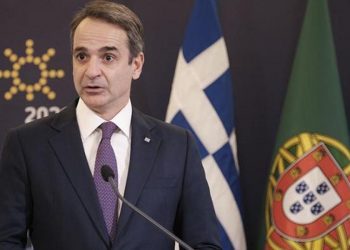 Ο Κυριάκος Μητσοτάκης κάνει δηλώσεις μαζί με τον Πορτογάλο ομόλογό του Αντόνιο Κόστα που δεν εικονίζεται, στη Λισαβόνα, τη Δευτέρα 11 Ιανουαρίου 2021 (φωτ.: ΑΠΕ-ΜΠΕ / Γρ. Τύπου Πρωθυπουργού/ Δημήτρης Παπαμήτσος)
