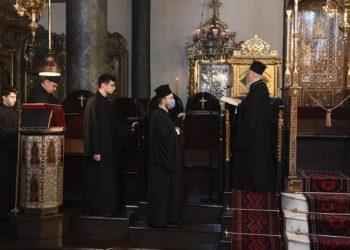 Εικόνα από το μνημόσυνο για τον Αλέξανδρο Παπαδιαμάντη από τον Πατριάρχη Βαρθολομαίο (φωτ.: Γρ. Τύπου Οικουμενικού Πατριαρχείου / Νίκος Μαγγίνας)