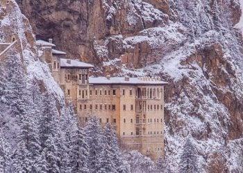Η χιονισμένη Παναγία Σουμελά στον Πόντο (φωτ.: Facebook / Trabzon İl Kültür ve Turizm Müdürlüğü)