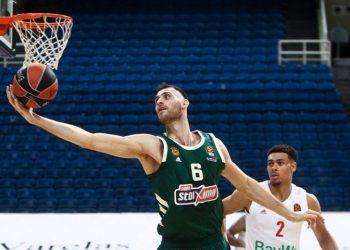 Ο σέντερ του Παναθηναϊκού Γιώργος Παπαγιάννης σε παιχνίδι της φετινής Euroleague (φωτ.: ΑΠΕ-ΜΠΕ / Γεωργία Παναγοπούλου)
