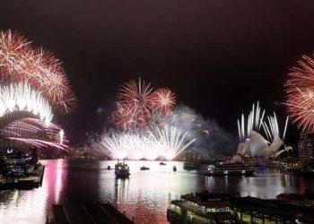 Εντυπωσιακή όπως πάντα η αλλαγή του χρόνου στο Σίδνεϊ (φωτ.: EPA / Dan Himbrechts)