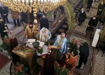 Εικόνα από τον εορτασμό των Θεοφανίων και τον καθαγιασμό των υδάτων στον Ιερό Ναό Αγίου Πέτρου Άργους (φωτ.: ΑΠΕ-ΜΠΕ / Ευάγγελος Μπουγιώτης)