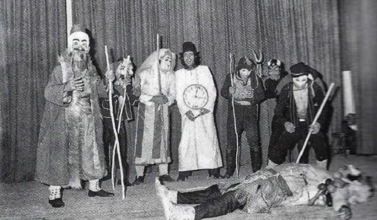 Οι Μωμόγεροι του ΚΟΠΑ στην Καλλιθέα το 1975