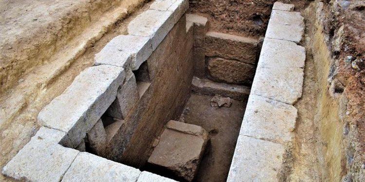 Το εσωτερικό του ταφικού τύμβου Μεσιάς (φωτ.: ΥΠΠΟΑ)