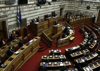 Ο Κυριάκος Μητσοτάκης μιλάει κατά τη διάρκεια της τελευταίας μέρας της συζήτησης στην Ολομέλειας της Βουλής για την ψήφιση του προϋπολογισμού του 2021 (φωτ.: ΑΠΕ-ΜΠΕ / Γιάννης Κολεσίδης)
