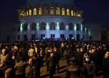 Διαδηλωτές στην πλατεία Δημοκρατίας (φωτ. αρχείου: EPA / Hayk Baghdasaryan / Photolure Mandatory Credit)