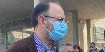 Ο Δρόσος Τσαβλής μιλάει στους δημοσιογράφους, σήμερα (φωτ.: amna.gr)