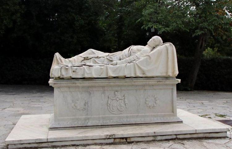 Το ταφικό μνημείο για τον Αλέξανδρο Υψηλάντη στο Πεδίον Άρεως, στην Αθήνα (φωτ.: ΑΠΕ-ΜΠΕ)