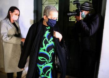 Η Ελένη Κούρκουλα κατά την προσέλευσή της στην Ευελπίδων (φωτ: ΑΠΕ-ΜΠΕ/Αλέξανδρος Μπελτές)