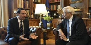Ο Βασίλης Παπαστεργιάδης σε παλαιότερη συνάντηση με τον Προκόπη Παυλόπουλο (φωτ.: ΑΠΕ-ΜΠΕ / Γιάννης Κολεσίδης)