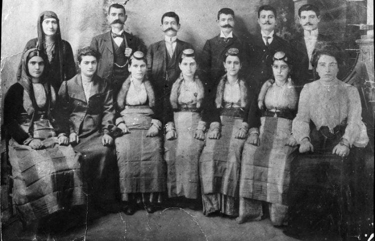 Πόντιοι και Πόντιες από τη Σαμψούντα (φωτ.: αρχείο Κέντρου Μικρασιατικών Σπουδών)