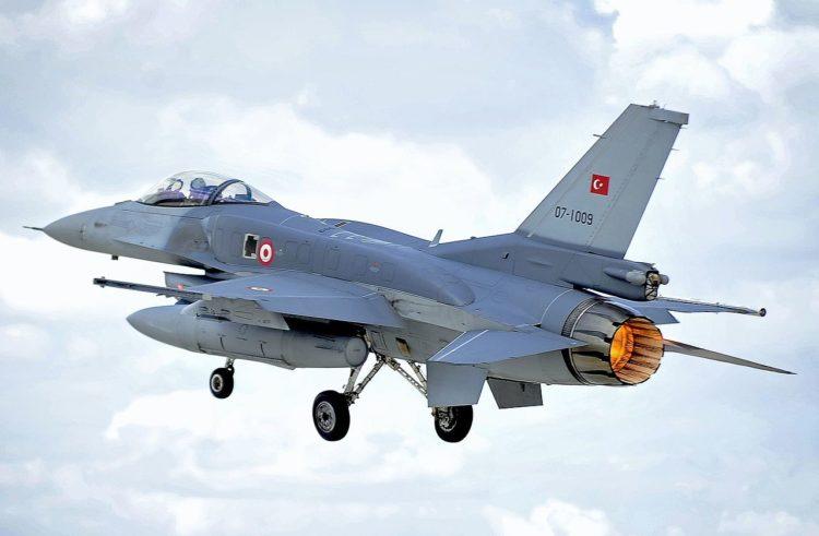 Τουρκικό F-16 (φωτ.: SAC Helen Farrer RAF Mobile News Team/MOD)
