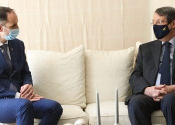 Στιγμιότυπο από τη συνάντηση του προέδρου της Κύπρου με τον υπουργό Εξωτερικών της Σλοβενίας (φωτ.: Προεδρία Κυπριακής Δημοκρατίας)