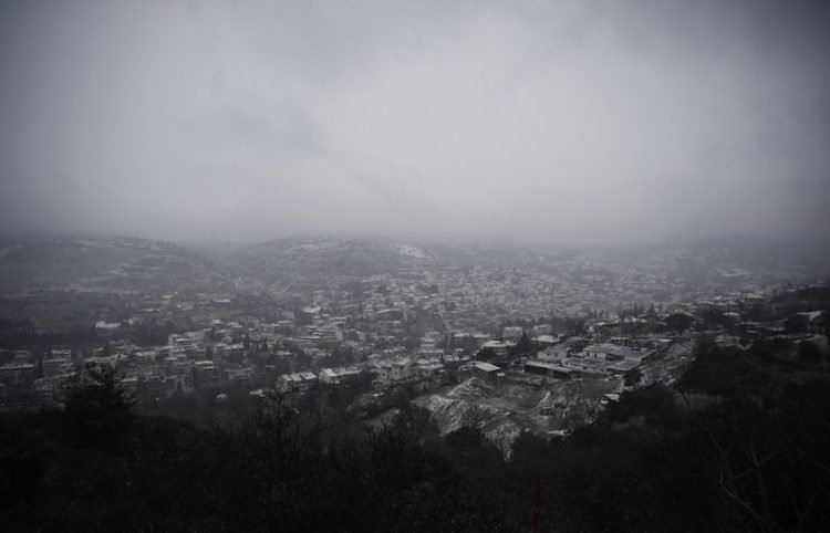 Το Ασβεστοχώρι κατά τη διάρκεια χιονόπτωσης (φωτ.: ΑΠΕ-ΜΠΕ / Δημήτρης Τοσίδης)