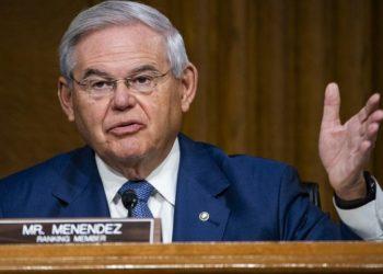 Ο Αμερικανός γερουσιαστής Μενέντεζ (φωτ. αρχείου: EPA / Jim Lo Scalzo)