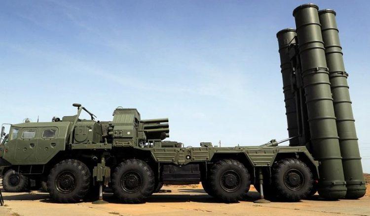 Το πυραυλικό σύστημα αεράμυνας S-400 (φωτ. αρχείου: EPA / Maxim Shipenkov)