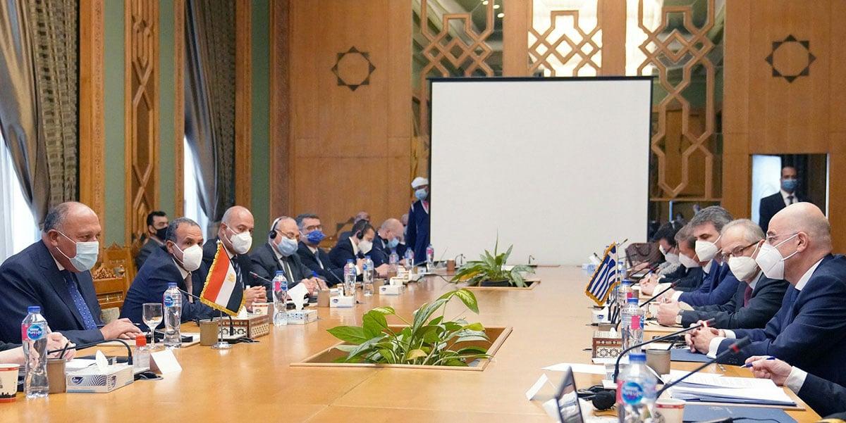 Στιγμιότυπο από τις διευρυμένες συνομιλίες των αντιπροσωπειών Ελλάδας και Αιγύπτου στο Κάιρο (φωτ.: Twitter / Nikos Dendias)