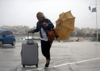 Άστατος αναμένεται ο καιρός με βροχοπτώσεις και δυνατούς ανέμους. (φωτ: ΑΠΕ-ΜΠΕ /Γιάννης Κολεσίδης)
