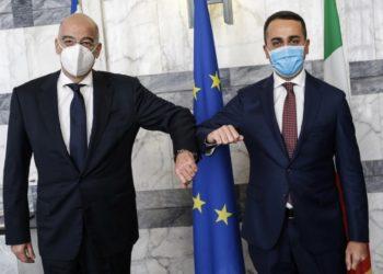 Οι υπουργοί Εξωτερικών Ελλάδας-Ιταλίας Νίκος Δένδιας και Λουίτζι ντι Μάιο (φωτ.: EPA / FABIO FRUSTACI)