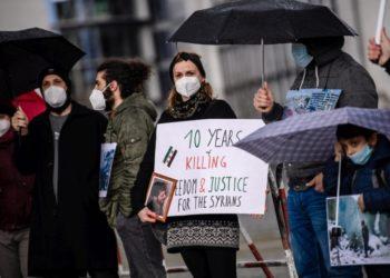 Διαμαρτυρία στο Βερολίνο, με αφορμή τα 10 χρόνια από την έναρξη του πολέμου στη Συρία (φωτ.: EPA / CLEMENS BILAN)