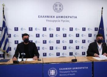 Ο υπουργός Υγείας Βασίλης Κικίλιας και ο υφυπουργός Πολιτικής Προστασίας και Διαχείρισης Κρίσεων Νίκος Χαρδαλιάς (φωτ.: ΑΠΕ-ΜΠΕ /Ορέστης Παναγιώτου)
