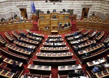 """Ο Αλέξης Τσίπρας μιλάει στη μόνη συζήτηση και ψήφιση επί της αρχής, των άρθρων και του συνόλου του σχεδίου νόμου: «Κύρωση Επενδυτικής Συμφωνίας μεταξύ της Ελληνικής Δημοκρατίας και της Μονοπρόσωπης Ανώνυμης Εταιρείας με την επωνυμία """"ΕΛΛΗΝΙΚΟΣ ΧΡΥΣΟΣ ΜΟΝΟΠΡΟΣΩΠΗ ΑΝΩΝΥΜΗ ΕΤΑΙΡΕΙΑ ΜΕΤΑΛΛΕΙΩΝ ΚΑΙ ΒΙΟΜΗΧΑΝΙΑΣ ΧΡΥΣΟΥ"""" και συναφείς διατάξεις» (φωτ.: ΑΠΕ-ΜΠΕ /Αλέξανδρος Βλάχος)"""