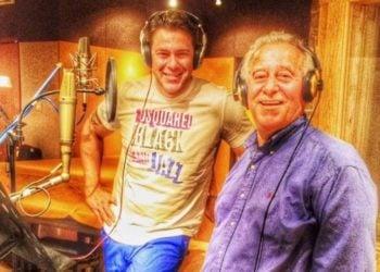 Στιγμιότυπο από την ηχογράφηση ποντιακού δίσκου του Χρήστου Χολίδη με τον πατέρα του Χάρη (φωτ.: facebook.com/xolidisfans)