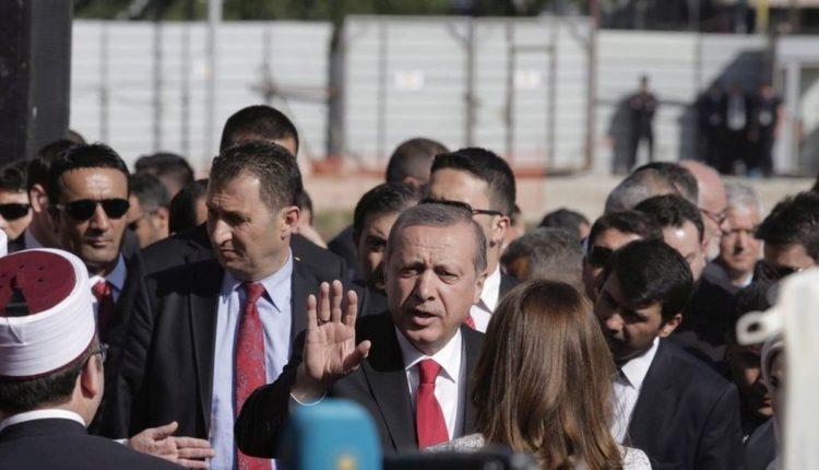 Στιγμιότυπο από την τελευταία επίσκεψη Ερντογάν στην Αλβανία (φωτ: EPA/ STR)