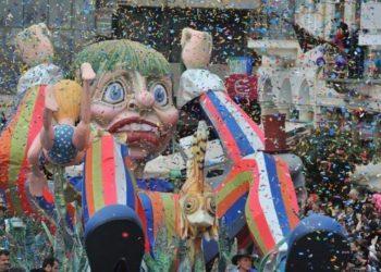 Στιγμιότυπο από το πατρινό καρναβάλι, προ Covid εποχής (φωτ.: ΑΠΕ-ΜΠΕ/ Ηλίας Κάνιστρας)