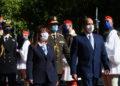 Η Πρόεδρος της Δημοκρατίας Κατερίνα Σακελλαροπούλου και ο Πρόεδρος της Αραβικής Δημοκρατίας της Αιγύπτου Αμπντέλ Φατάχ αλ Σίσι επιθεωρούν τιμητικό άγημα Ευζώνων (φωτ.: ΑΠΕ-ΜΠΕ / Ορέστης Παναγιώτου)