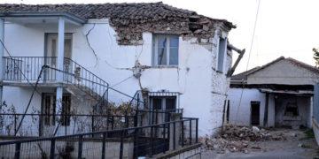 Σπίτι που υπέστη σοβαρές ζημιές στο χωριό Μεσοχώρι του Δήμου Ελασσόνας (φωτ.: ΑΠΕ-ΜΠΕ / Αποστόλης Ντόμαλης)