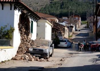 Εικόνα από το Δαμάσι Ελασσόνας που επλήγη σοβαρά από τον πρώτο μεγάλο σεισμό στις αρχές του μήνα (φωτ.: ΑΠΕ-ΜΠΕ / Αποστόλης Ντόμαλης)