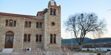 Σοβαρές ζημιές στην εκκλησία στο χωριό Μεσοχώρι του Δήμου Ελασσόνας (φωτ.: ΑΠΕ-ΜΠΕ / Αποστόλης Ντόμαλης)