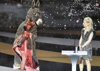 Η ηθοποιός Κορίν Μαζιερό λίγο πριν την «γυμνή αλήθεια» της(Φωτ.: EPA / Bertrand Gyay)