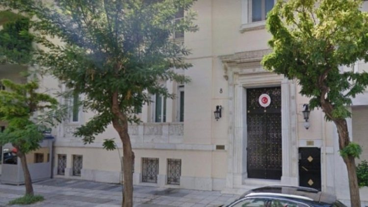 Το κτήριο της τουρκικής πρεσβείας στην Αθήνα όπου εργάζεται η σύντροφος συμβούλου του Αλέξη Τσίπρα (φωτ. αρχείου: ΑΠΕ-ΜΠΕ)