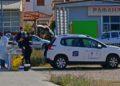 Υπάλληλοι του ΕΟΔΥ Αργολίδας πραγματοποιούν rapid test για κορονοϊό σε διερχόμενους οδηγούς στην είσοδο της πόλης του Ναυπλίου (φωτ.: ΑΠΕ-ΜΠΕ / Ευάγγελος Μπουγιώτης)
