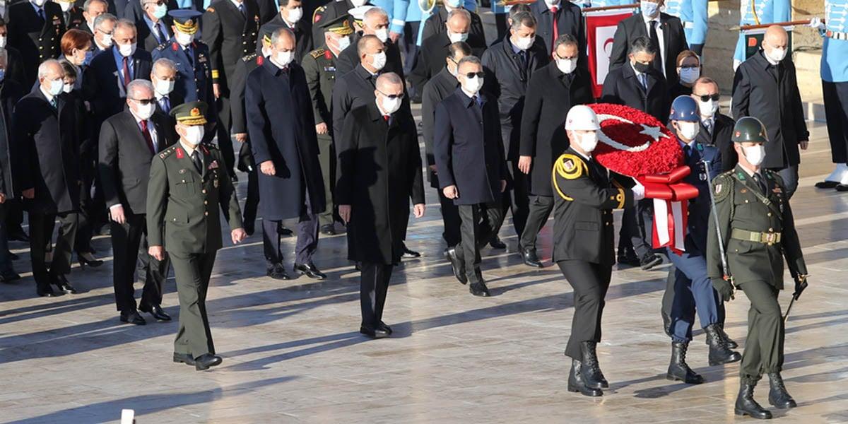 Ο Ρετζέπ Ταγίπ Ερντογάν στην τελετή στο μαυσωλείο του Μουσταφά Κεμάλ στην Άγκυρα, στις 10 Νοεμβρίου 2020, ημέρα που συμπληρώθηκαν 82 χρόνια από το θάνατό του (φωτ.: EPA)