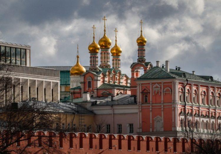 Άποψη του κτηριακού συγκροτήματος του Κρεμλίνου, στη Μόσχα (φωτ.: EPA/YURI KOCHETKOV)