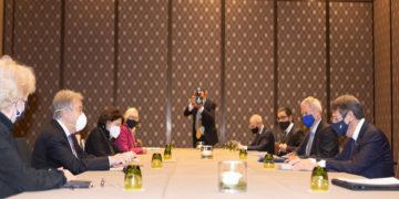 Ο ΓΓ του ΟΗΕ  Αντόνιο Γκουτέρες συνομιλεί με τον Πρόεδρο της Κύπρου Νίκο Αναστασιάδη (φωτ.: ΑΠΕ-ΜΠΕ/ Σταύρος Ιωαννίδης)