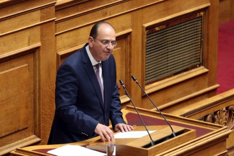 Ο βουλευτής Καβάλας της ΝΔ Μακάριος Λαζαρίδης  στην Ολομέλεια της Βουλής (φωτ.: ΑΠΕ-ΜΠΕ/ Αλέξανδρος Μπελτές)