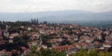 Η Νεοκαισάρεια όπως φαίνεται από το κάστρο (φωτ.: Θωμαΐς Κιζιρίδου)