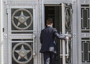 Η κεντρική είσοδος του υπουργείου Εξωτερικών στη Μόσχα (φωτ.: EPA / SERGEI ILNITSKY)