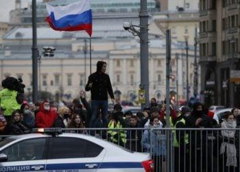 Χιλιάδες κόσμου διαδήλωσαν υπέρ του Αλεξέι Ναβάλνι, στη Μόσχα (φωτ.: EPA / YURI KOCHETKOV)
