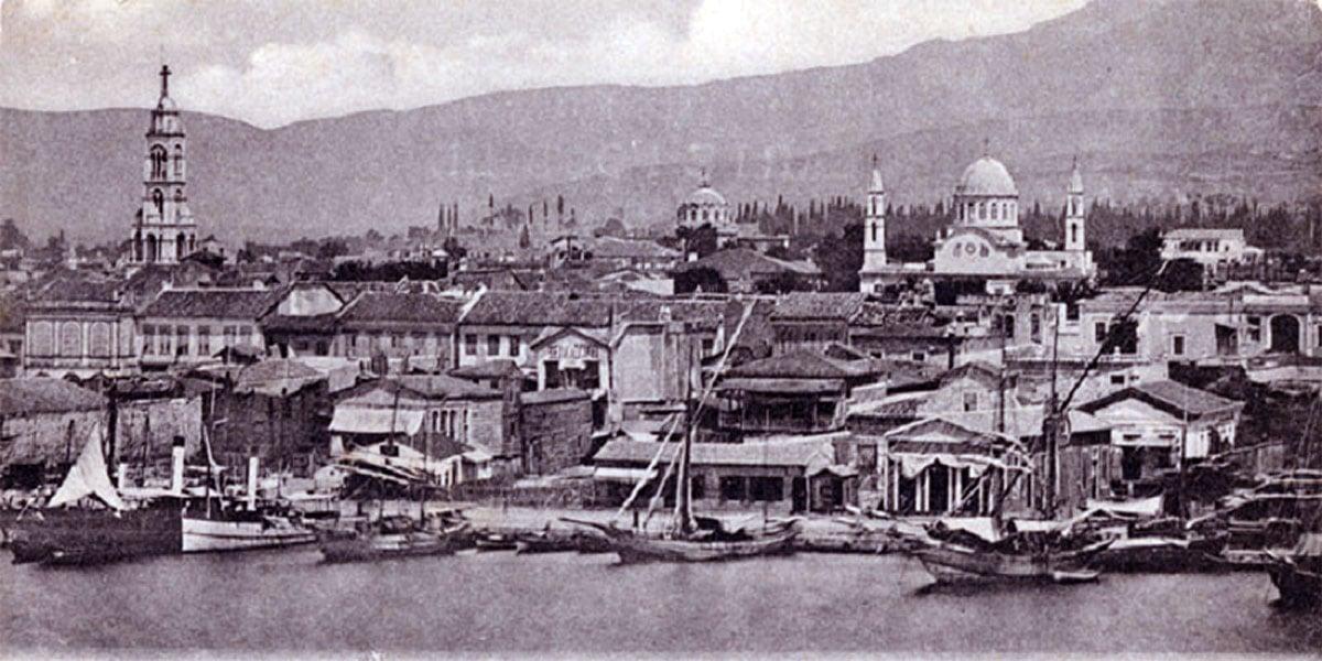 Άποψη της Σμύρνης, με την Αγία Φωτεινή να δεσπόζει στα αριστερά (γύρω στο 1900)